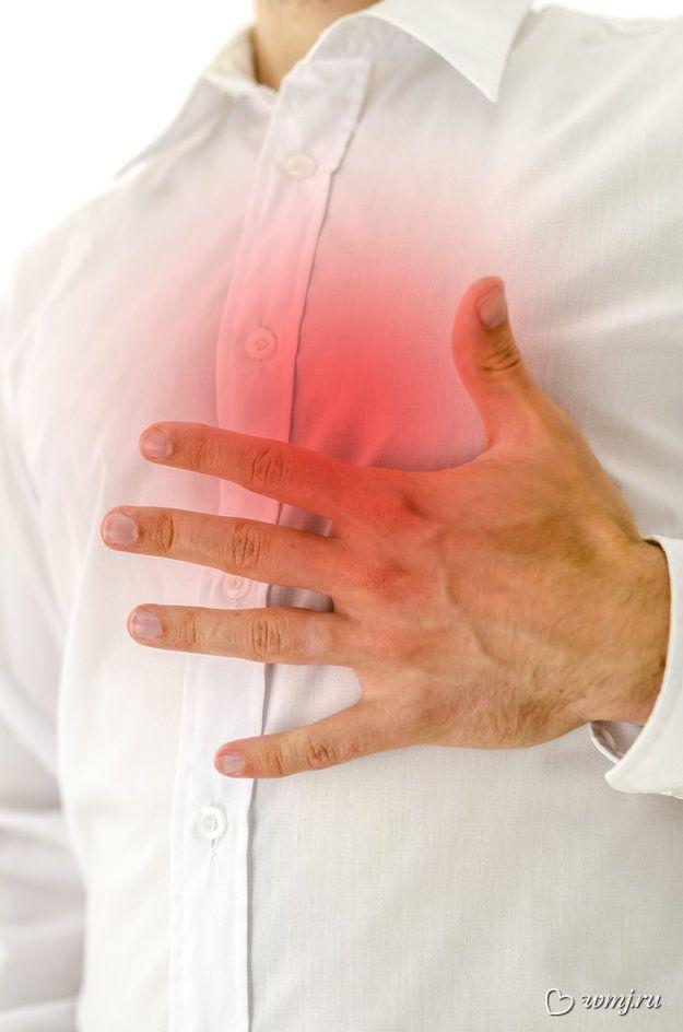 Біль у грудях може бути викликана як незначними, так і небезпечними причинами
