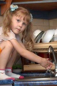 Чим мити дитячий посуд