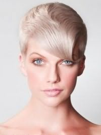 Жіноча креативна стрижка з подовженою косою чубчиком для короткого волосся попелястого відтінку