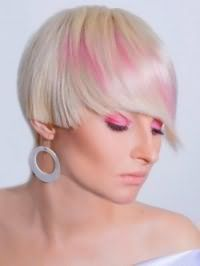 Жіноча креативна стрижка з мелірування для короткого волосся попелястого відтінку