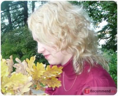 Филировка на волосся, пофарбовані в блонд.
