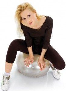 Вправи для живота і боків на фитболе