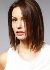 красиві стрижки на середні волосся без чубчика 2