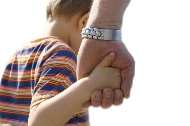 Як позбавити батьківських прав батька дитини?