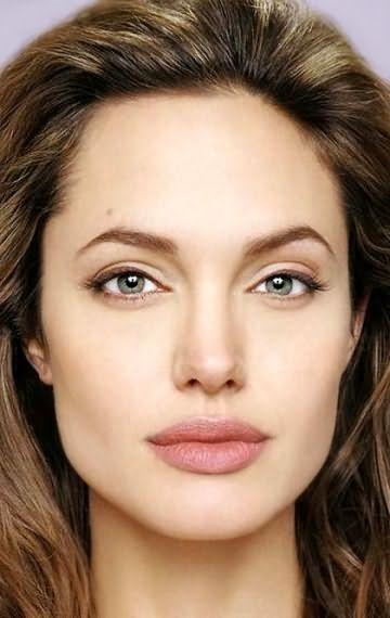 На фото: Анджеліна Джолі, як приклад квадратного особи з довгими пасмами