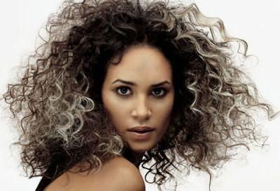 Незважаючи на всі позитивні сторони, карвінг є хімічної процедурою, здатної пошкодити структуру волосся