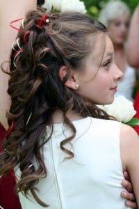 Легка у виконанні модна зачіска для дівчинки