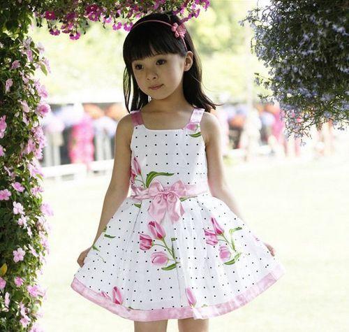 Вибираємо нарядні сукні для дівчаток