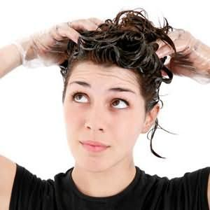 Чому не можна фарбувати волосся при місячних
