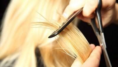 Рівняти кінчики волосся потрібно 1 раз в 2 місяці