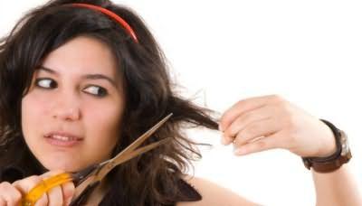 Подстригаем кінчики волосся без сторонньої допомоги