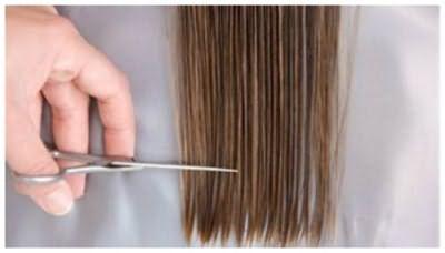 Змочіть волосся перед стрижкою
