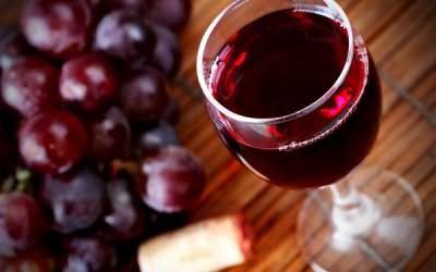Для фарбування використовуються виключно виноградні вина