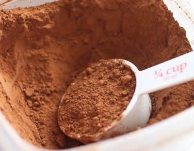Какао для фарбування повинно бути натуральним, від ідеї використовувати напій «Nesqik» доведеться відмовитися