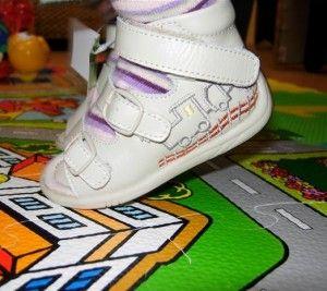 Перша взуття для дитини: липучки - швидко і просто взуваємо малюка