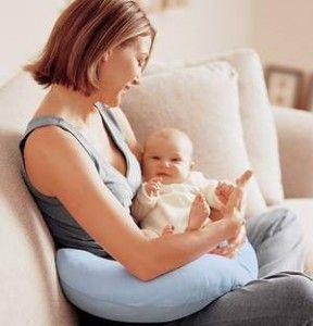 Пози для годування дитини грудьми