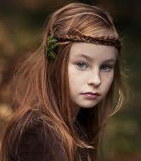 Зачіска для першокласниці на довге волосся