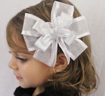 зачіска для дівчинки бант з волосся