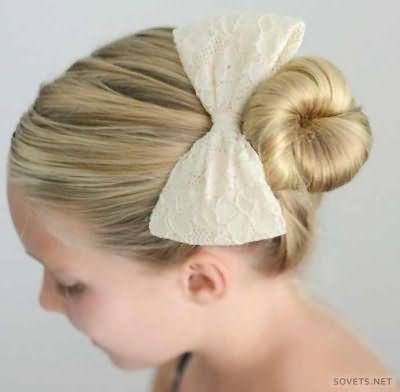 Зачіска для дівчаток з бантом