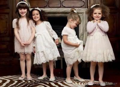 Дівчата з різними зачісками