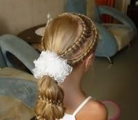 Модна зачіска з бантом на свято