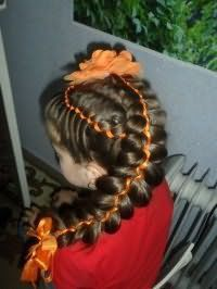 Ефектна зачіска з плетінням та стрічками на свято