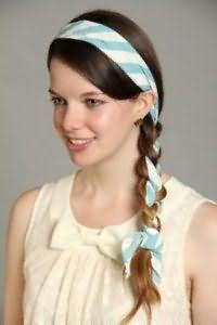 Модна зачіска з косою і пов`язкою