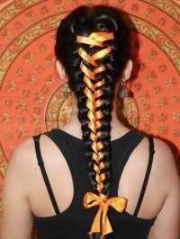 Модний аксесуар для зачіски з плетінням для довгого волосся.