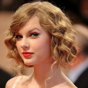 Зачіски на середній волосся з чубчиком фото