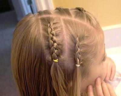 Французька коса дає нам безліч ідей плетіння і укладання для дівчаток.