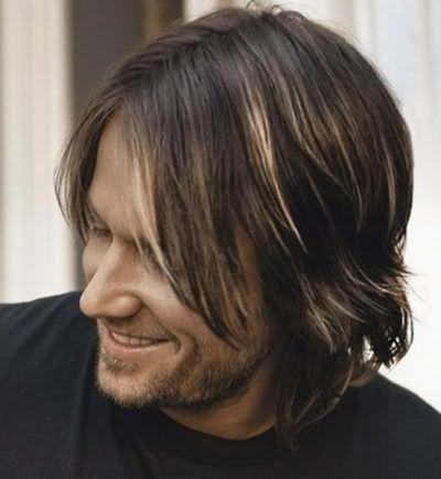 Довге волосся з чубчиком, як на фото, підходять практично до будь-якого віку
