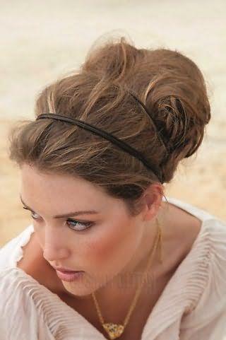 Весільна зачіска в грецькому стилі з подвійним обідком