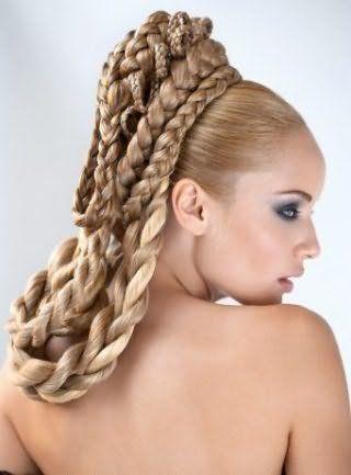 Весільна зачіска в грецькому стилі з кіс для довгого волосся