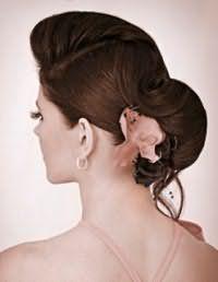 Стильний аксесуар для зачіски пучок на волосся середньої довжини