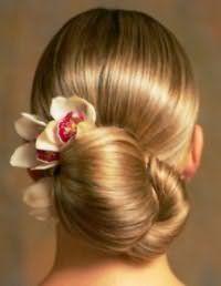 Аксесуар у вигляді квітки для зачіски низький пучок на середні волосся