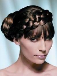 Креативна зачіска пучок з волосся з плетінням для довгих густих локонів