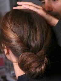 Оригінальний пучок з волосся для каштанових довгих локонів
