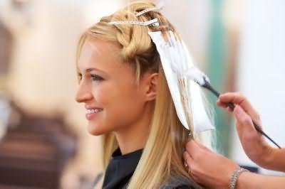 Фарбування волосся в салоні