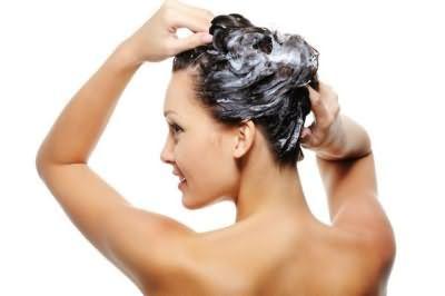 Домашні засоби допоможуть безпечно змити фарбу з волосся.