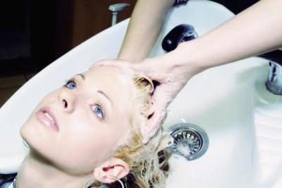 Змивки знімають плями або небажані відтінки на волоссі.