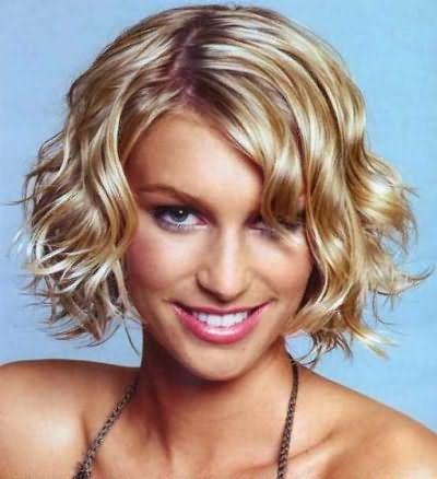 Стильні укладки на середні волосся