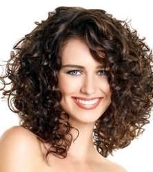 Каскад на довге хвилясте волосся
