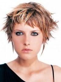 Стильна ідея укладання рваною стрижки на коротке волосся