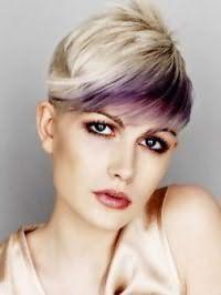 Красива креативна стрижка з косою чубчиком і колоруванням для короткого волосся