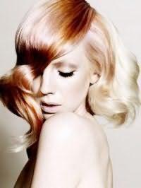 Креативна жіноча стрижка з колоруванням і укладанням для густих довгого волосся
