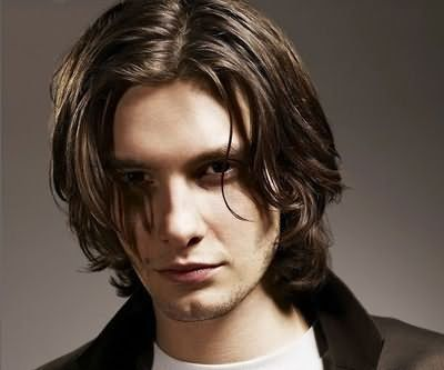 Довга чоловіча зачіска