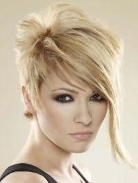 Жіноча креативна стрижка з подовженою чубчиком для короткого волосся