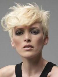 Рвана стрижка з подовженою чубчиком для блондинок з коротким волоссям