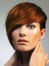 Рвана стрижка з косою чубчиком для коротких рудого волосся