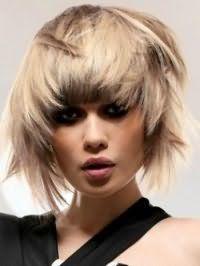 Асиметрична рвана стрижка для прямого волосся